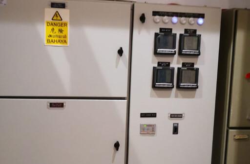 Digital-meters-installed-in-the-panel